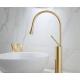 Grifo de lavabo alto dorado cepillado monomando giratorio oro